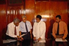 At the signing of the Order establishing the University of Colombo School of Computing 2002. l-r Prof. V. K. Samaranayake, Prof. Tilak Hettiarachchi, Vice Chancellor, Hon. Kabir Hashim, Minister of Higher Education and Prof. Lakshman Ratnayake, Vice Chairman, UGC