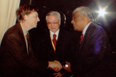 With Bill Gates in New Delhi 2006 when Bill Gates was reminded of the 1997 request. This was thereafter given priority and Sinhala was implemented on MS Vista relased in 2007